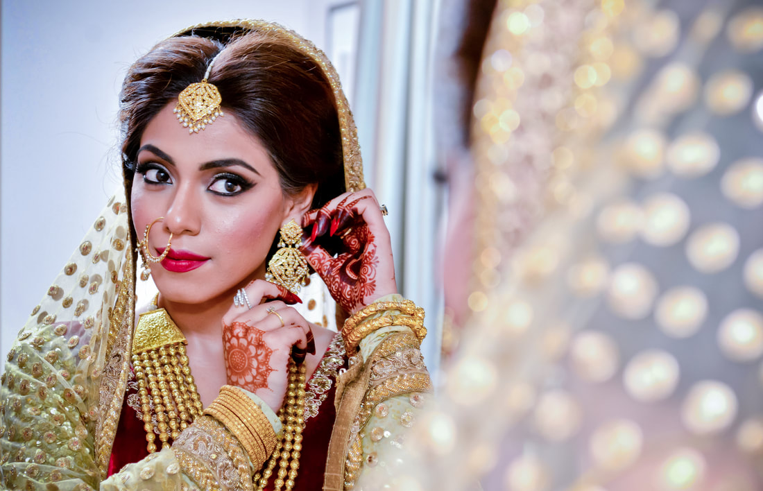 Stunning Pakistani Bride Anila at her wedding in Hounslow - Photography by waqar